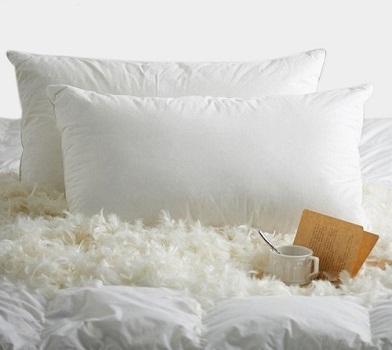 cómo lavar una almohada de plumas