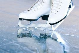 como frenar patines de hielo
